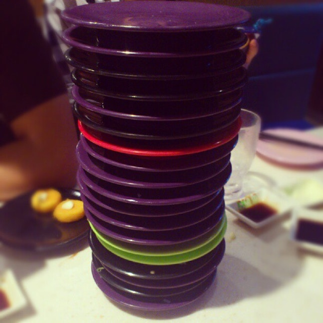 #sakae #suishi #friends #love #gathering #fun #people #color #plates #picoftheday #awesome #instafood #foodporn