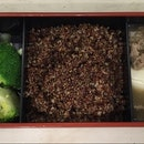 Broccoli with wolfberry, Red quinoa & Bulgogi with tofu