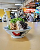 Traditional Authentic Chendol🍧 Comes in iconic 公鸡碗 (chicken bowl) within it filled with shaved ice, pandan jellies, red beans, gula melaka and then coconut milk.