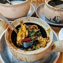 G7 Sin Ma Live Bull Frog Claypot Porridge 🐸 Offers an extensive range of Chinese zichar dishes as well as their popular bull frog porridge!