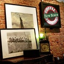 お店の雰囲気がニューヨークっぱい🎵いい感じです💕 2016.6.4(金) * Manhattan themed cafe✨🎶 * #シンガポール #カフェ #カフェ巡り #カフェ部 #おしゃれカフェ #喫茶店 #人気 #人気店 #大好き #しあわせ #グルメ #雰囲気 #咖啡廳 #咖啡館 #Singapore #cafe #cafehopping #cafehoppingsg #sgcafe #EastManhattan #manhattan #themedcafe #atmosphere #burpple