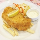 fish and chips :D nice, juicy breaded fish 🐟🐟😡👍🏼😋 #fishandchips #melfclar #withapinchofsalt #withapinchofsaltbykyra #tanjongkatong •  #igeats #fish #seafood #dinner #sunday #weekend #stfood