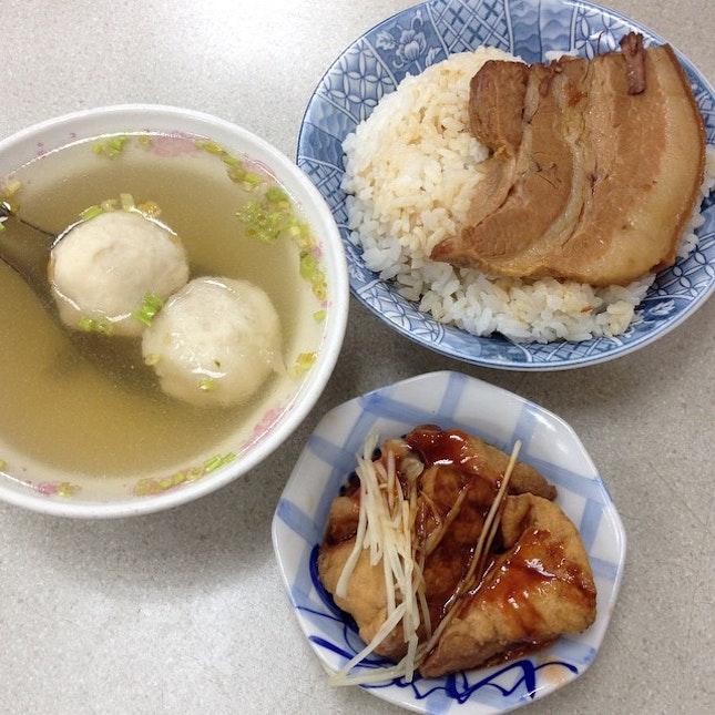 Light & late breakfast for 2: 焢肉飯 Pork Belly Rice,魚丸湯 Fishball Soup & 油豆腐 Pork Lard Tofu.