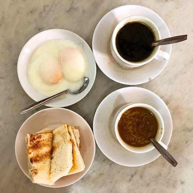 HAPPY BIRTHDAY SINGAPORE!🇸🇬 featuring one of the most popular local breakfasts here, Kaya Toast with egg and a good cup of coffee.