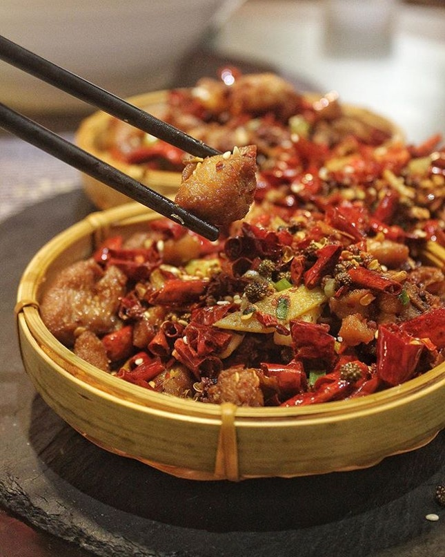 Chengdu Restaurant 成都 offers Sizzling Sichuan cuisine in Amoy Street.