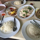 Tiong Bahru Boneless Hainanese Chicken Rice (Changi Village)