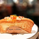 Champagne Lobster Roll [S$40.00] Lobster Rosti [S$18.00] ・ Lobster Meat   Creamy Champagne Hollandaise   Tobiko Fish Roe   Toasted Brioche Roll Lobster Meat   Potato   Guacamole   Red Chilli   Fresh Lime ・ Rare fancy affair at @BurgerAndLobsterSG @RafflesHotelSingapore.