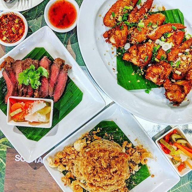 🇹🇭🍽️😍😋 : : #thailand #th #thai #bangkok #bkk #thaifood #food #foodie #foodies #burpple #foodporn #instafood #gourmet #foodstagram #yummy #yum #foodphotography #lunch #ส้มตำนัว #somtam #somtamnua #friedchicken #chicken #beef #travel #travelphotography #wanderlust #mobilephotography