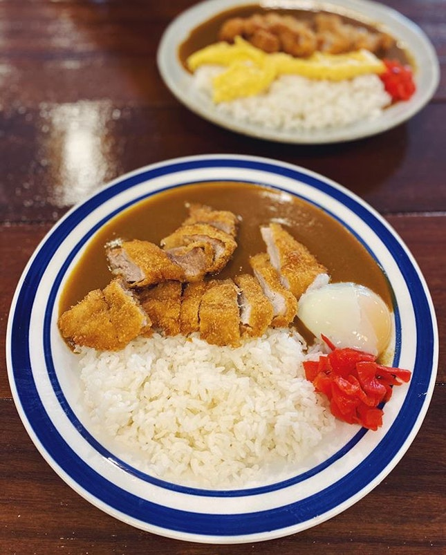 An unpretentious meal that doesn't need to be complicated; just Japanese rice, a good cutlet and thick Japanese curry in a chill setting👌 •  Hands down one of the best curry rice with a good portion of cutlet that's freshly fried and juicy !