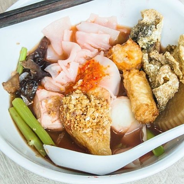 If you're looking for a place in Orchard to eat under $10, try Yentafo (thai yong tau foo)!