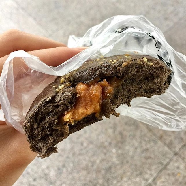 Chocolate Bun with Peanut Butter Filling 🙌🏼 ($2.00)