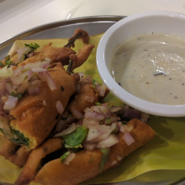 Chilli Bajjis With Onions @Sri Vakulas