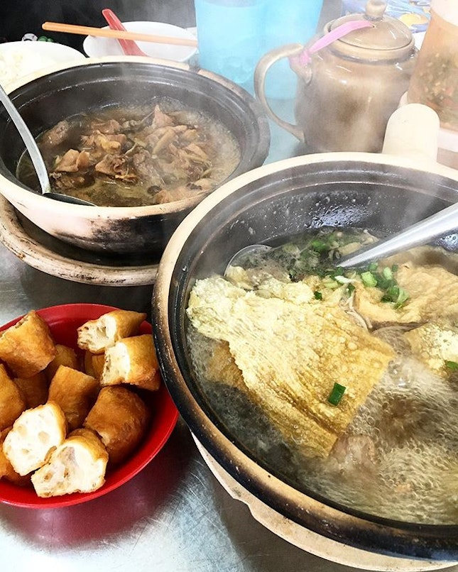 My all time favourite Bak Ku Teh and sesame chicken in JB, cooked over charcoal.