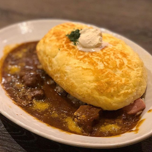 "Though this ""Omu"" Soufflé Curry Rice did not give that lava flowing wowness, the fluffiness of the egg went pretty well with the concentrated flavours of meats, Japanese curry and stew."
