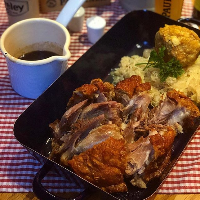 Roasted Whole Pork Knuckle