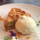 Tips for a happy long weekend explained by an Apple Crumble: keep warm, stay cool and don't forget to eat your fruit.
