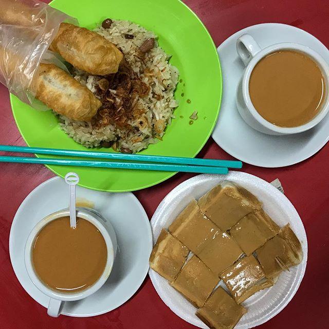 Cuz we were craving 油條, glutinous rice and toasttttt 😍  #whati8today #onthetable #exploresingapore #tslmakan #burpple #burpplesg #breakfast #chinatown #sgfood #sgeats #sgfoodie #igsg #tslmakan #stfoodtrending #roastedpotatopiggiessummeredition