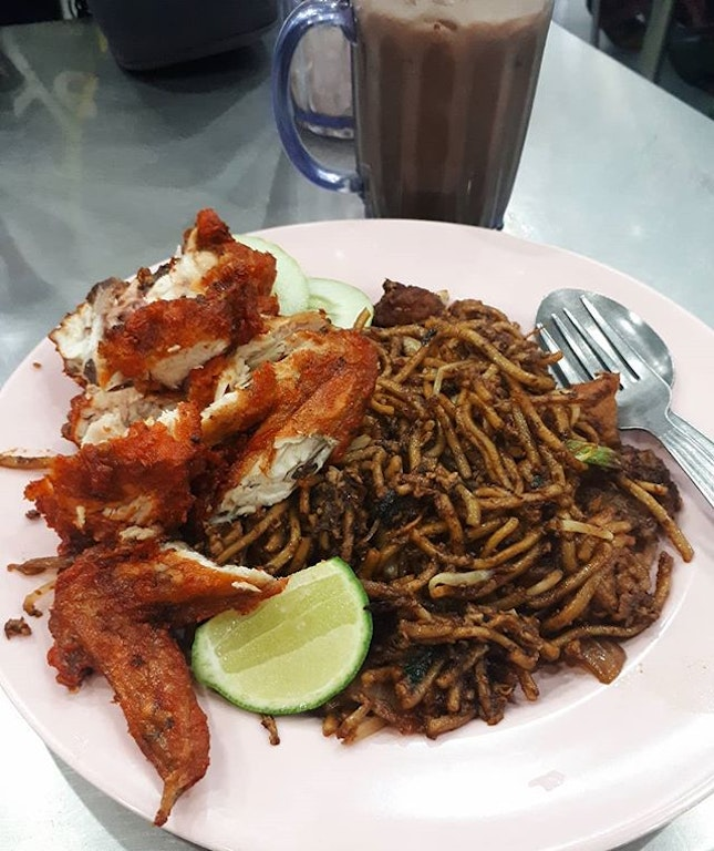 Yummy Mee Goreng Ayam to fuel the long day!!