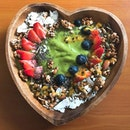 SINGAPORE This Fruity Matcha Signature Bowl is such a steal for those who love acai!