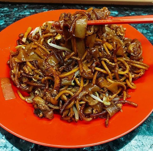 Had a surprisingly good char kway teow at NTU Extension 👻 .