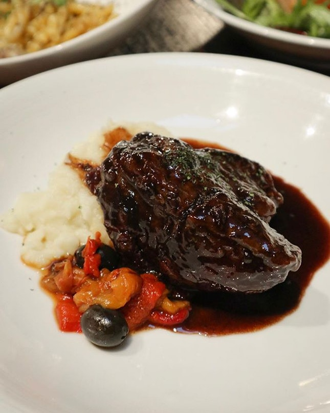 Super tender Wagyu Beef Cheek with Roast Peppers 🤤 .