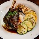 Barossa's Braised Lamb Shank with mashed potato and grilled vegetables 🐑