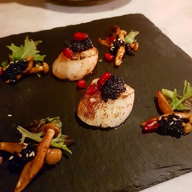 Hokkaido Aburi Scallops Wasabi Burnt Leek Mayo, Black Caviar, Promegranate  This truly looks more art than food, I think I spent more time taking photos compared to savouring it  Nothing to rave about the scallops, but the black caviar is just mmmmmmm..
