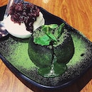 Green tea infused white chocolate fondant served w homemade Azuki red bean ice-cream // Matcha Lava Cake 😍 ️ #tbt #throwback #vsco #vscom #vscophile #vscosg #vscofood #igsg #sgig #nomnom #food #foodie #fotd #foodgasm #foodstagram #burpple #burpplesg #onthetable #instafood #8dayseats #foodphotography #ighub #babettesg #matcha