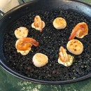•Squid Ink & Prawn Paella• 🦑🦐🐚🍛😋👍🏻💯‼️ Ratings: 9/10 Comments: definitely one of the best squid ink paella I ever had, freshly grilled prawns and scallops topped over a bed of squid ink paella, paella was al dente, soft and chewy tender that's not over/under cooked!