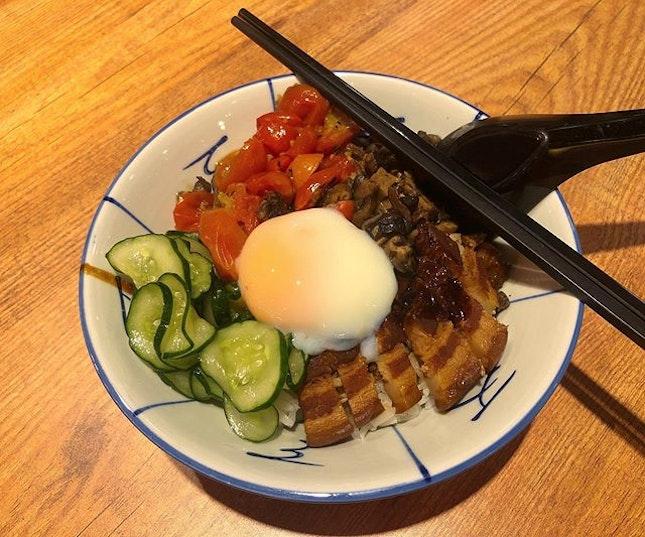 🇸🇬 Modernised braised pork belly rice!