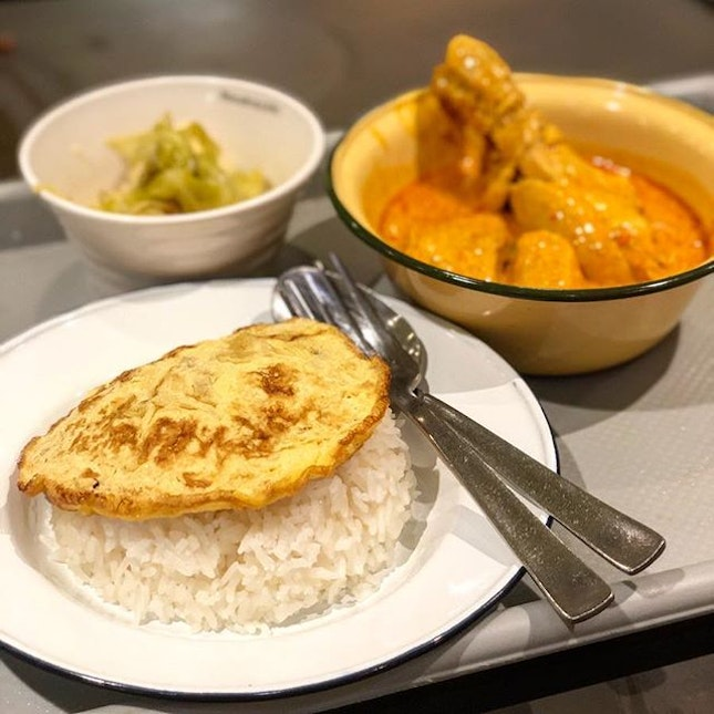 Tasty curry chicken lunch from @fuxiangsignatures.