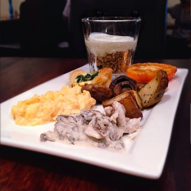 In case you are not craving for steak or other mains (like my mum and sis), Pepper also offers a buffet at $18.