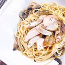 Aglio olio with mushroom and shredded chicken ($6.90) from Collin's.