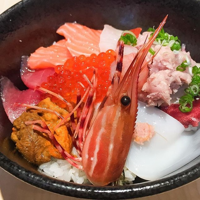 Unlike most Japanese restaurants in Singapore, Ryoshi Sushi Ikeikemaru at Liang Court flies their sashimi fresh 3️⃣ times a week!