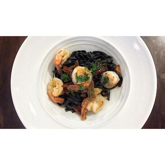   🍝 Al dente Squid Ink Pasta 、 With a dash of White Wine。...