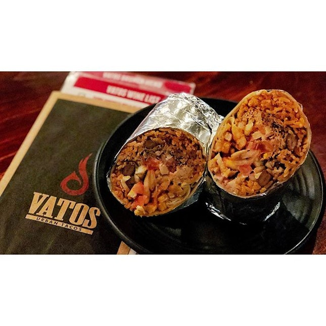 | 🌯 Serving Huge Huge Burrito !...