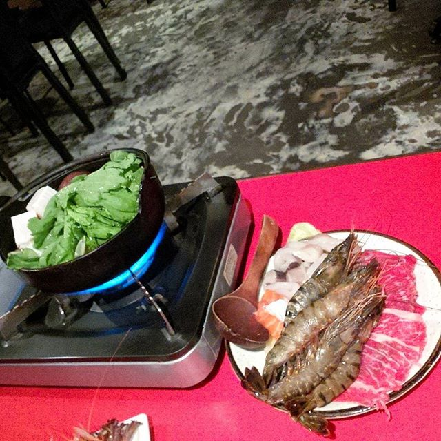 Want to have your hotpot together with other seafood goodies for Japanese dining?