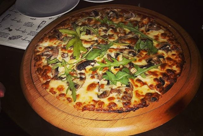 Very thin-crust mushroom and cheese pizza for nibbling on over buckets of Heineken and pints of Kronenbourg at Harry's.