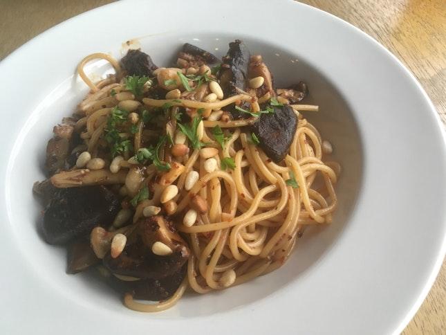 Spicy Mushroom Aglio Olio ($14)