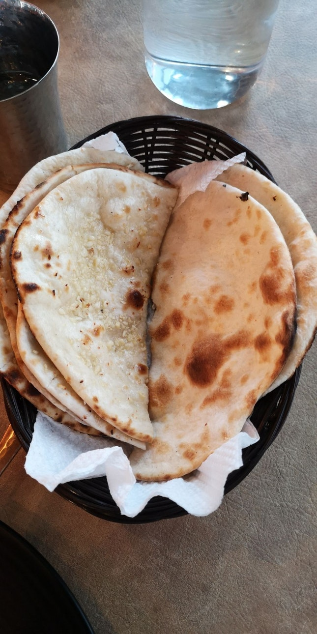 Garlic And Butter Naan (Comes With Set)