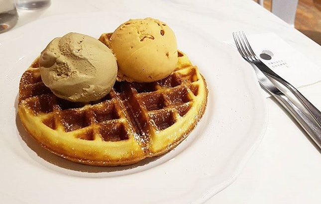 The waffle is crispy on the outside and soft on the inside, serve with thai red tea and earl grey ice-cream which i felt is one of the best!!