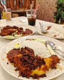 Ayam Goreng Nasi Lemak - Super Crispy Chicken and it is said that they use the traditional way of steaming the rice for 3times to get the best results...