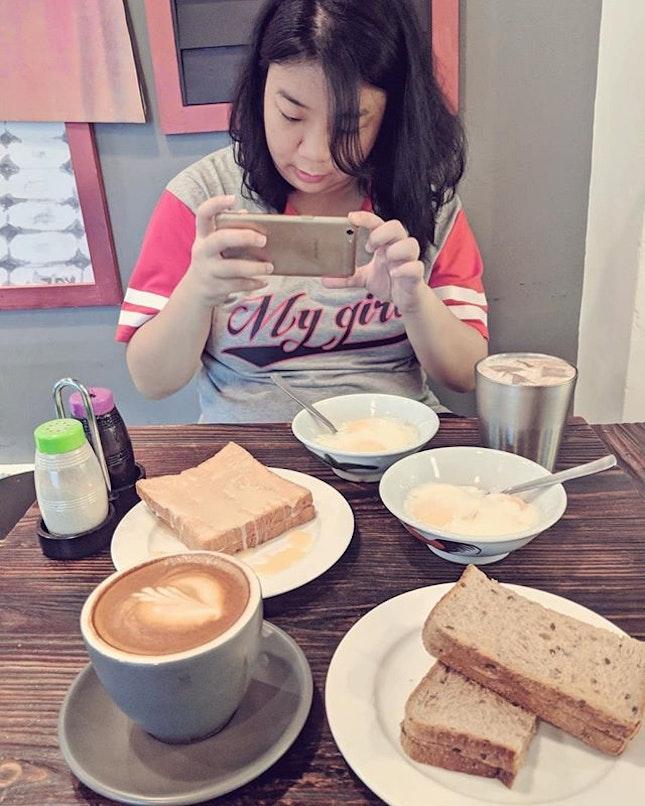 Day Out with the Sister @kristinchuatio  The SSBD kind of local breakkie in the afternoon ;) #ssbd #cafehoppingsg #fluffyunicorn🦄 #2018❤️ #kayabuttertoast #peanutbuttertoast #icemilo #kopisusu #softboiledeggs #igsg #igsgfoodies #burpple #burpplesg #whati8today #nomnomnom