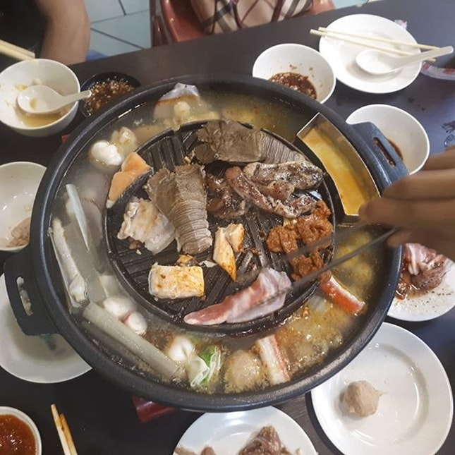 $32.90 per pax for weekend  There are a total of 5 sections - seafood (crayfish, squid, prawn, flower crab, oyster and salmon) - meat (3 different flavor of pork, beef and chicken.