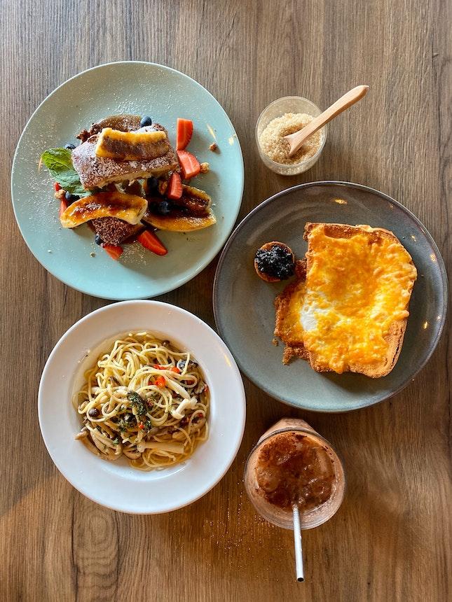 Gashouse Eggs, French Toast & Mushroom Aglio