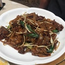 Wok Fried Rice Noodle With Sliced Beef