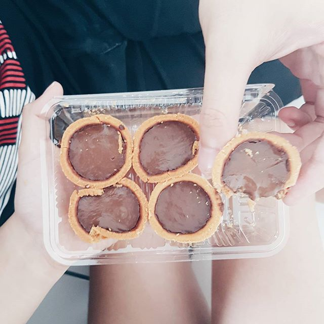 First look at the chocolate tarts, it looked like regular tarts in neighbourhood bakeries.