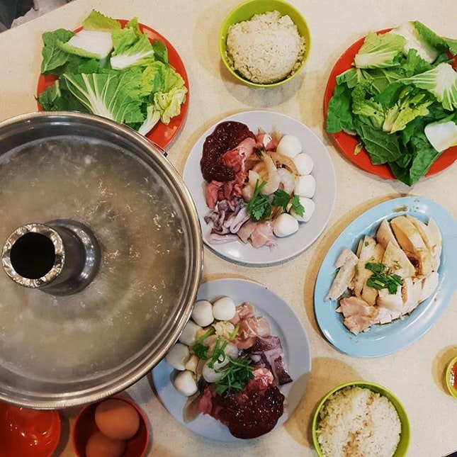📍 Thien Kee Steamboat Restaurant  Ordered their steamboat set ($36) and a small portion of chicken ($6).