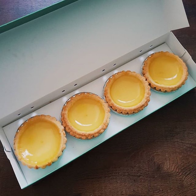 📍 Tai Cheong Bakery  Eggtart $2 These eggtarts are not only beautiful on the outside, they are beautiful in the inside too 😋 I didn't eat it on the same day but heat it up on day 2.