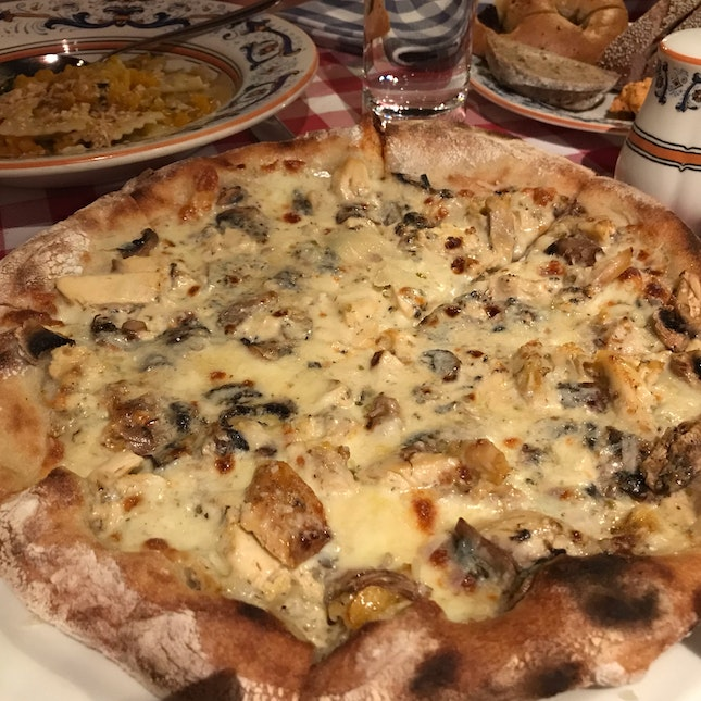 Truffle Cream Roasted Chicken And Mushroom 🍄 Pizza